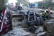 Demolice mostu na silnici na silnici I/58 mezi obcemi Stará Ves nad Ondřejnicí a Petřvald byla nařízena kvůli nehodě z 3.října, při které kamion sjel do potoka. Dva lidé tehdy byli zraněni, z toho jeden těžce.