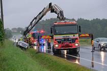 Dvě jednotky profesionálních hasičů (HZS MSK) zasahovaly v úterý 4. srpna ráno na okraji Staré Vsi nad Ondřejnicí v okrese Ostrava-Město na silnici I/58 u nehody osobního automobilu Škoda Octavia, která skončila v příkopu.