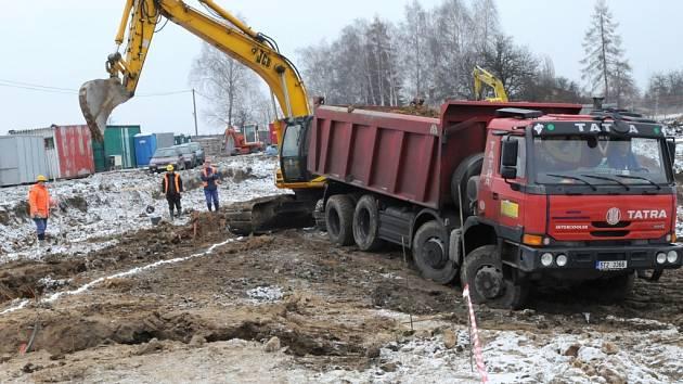 V osadě Janová ve čtvrtek 29. ledna stavební dělníci začali s rozšiřováním a rekonstrukcí výchovného ústavu.