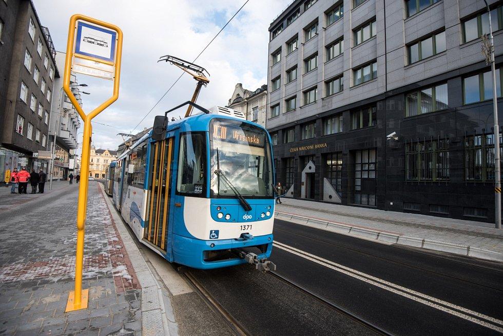 Nádražní ulice v centru města Ostravy je po dvouleté rozsáhlé rekonstrukci opět otevřena.