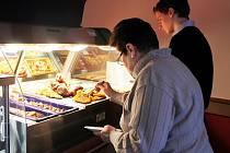 Bezlepkové řízky budou v nové jídelně pravidelně k dostání.