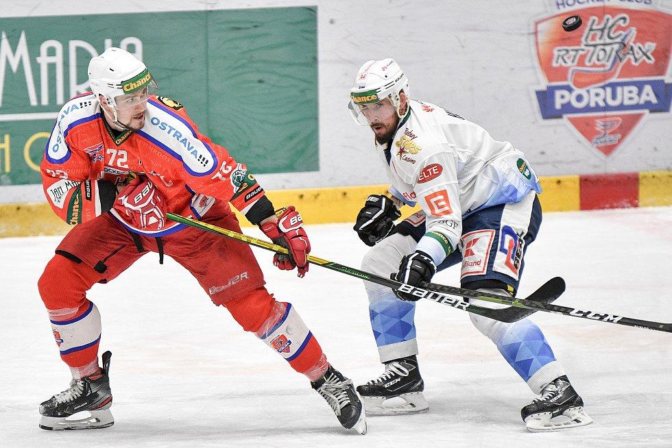 Utkání semifinále play off Chance ligy - 4. zápas: HC RT TORAX Poruba 2011 - Rytíři Kladno, 7. dubna 2021 v Ostravě. (Zleva) Lukáš Kozák z Poruby.