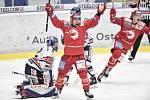 Čtvrtfinále play off hokejové extraligy - 4. zápas: HC Vítkovice Ridera - HC Oceláři Třinec, 25. března 2019 v Ostravě. Na snímku radost Třince (zleva) brankář Vítkovic Patrik Bartošák, Jiří Polanský a David Cienciala.