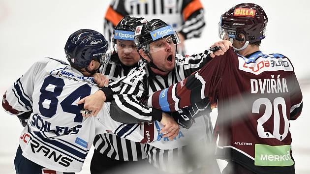 Utkání 22. kola hokejové extraligy: HC Vítkovice Ridera - HC Sparta Praha, 27. listopadu 2019 v Třinci. Na snímku (zleva) Jan Schleiss a Tomáš Dvořák.