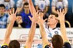 Zápas CEV Volleyball Cup 2020, VK Ostrava - Leo Shoes Modena, 12. února 2020 v Ostravě. Zleva Denys V. Kaliberda z Modeny, Jakub Ihnát z Ostravy a Elia Bossi z Modeny.