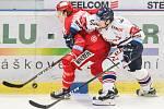 Čtvrtfinále play off hokejové extraligy - 3. zápas: HC Vítkovice Ridera - HC Oceláři Třinec, 24. března 2019 v Ostravě. Na snímku (zleva) Michal Kovařčík, Jakub Lev.