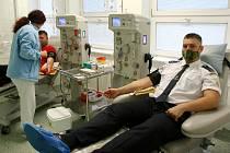 Krev darovali společně dobrovolné hasičky i hasiči z celé Ostravy.