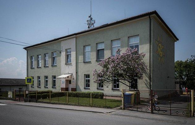 Podoba základní a mateřské školy před rekonstrukcí.