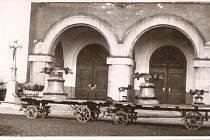 SVĚCENÍ zvonů ve Svinově v březnu roku 1942.