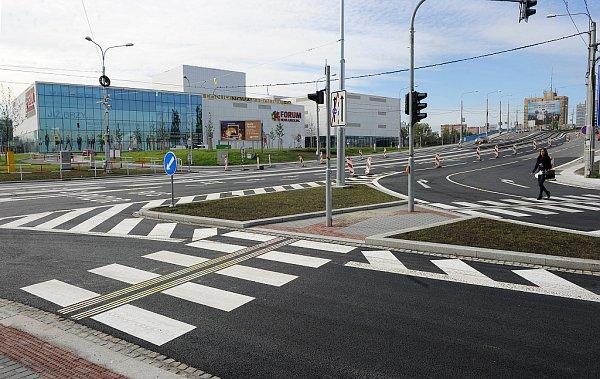 Součástí rekonstrukce frekventovaného úseku byla také úprava křižovatky ulic 28.října a Poděbradovy.