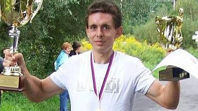 Jaroslav Bohdal zvítězil na mistrovství republiky v běhu na 100 kilometrů, který se uskutečnil v Ostravě-Třebovicích. Suverénním způsobem potvrdil pověst nejlepšího vytrvalce mezi houslisty.