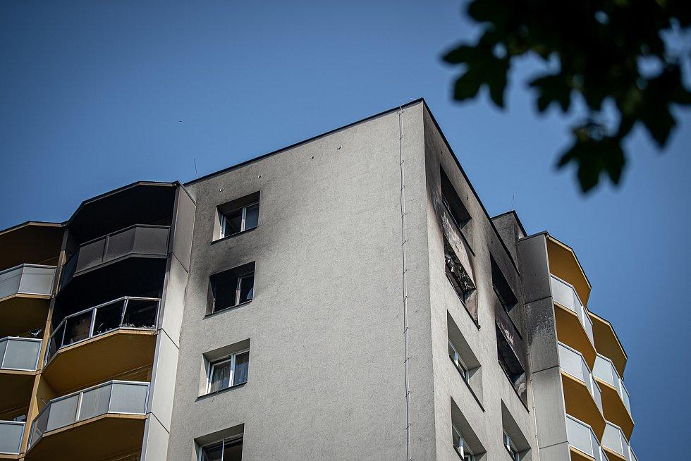 Panelový dům ve kterém v sobotu 8. srpna při požáru bytu v jedenáctém patře zahynulo 11 lidí, 9. srpna 2020 v Bohumíně.