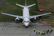 Ukázku vyproštění havarovaného letounu pomocí speciálních nafukovacích vaků měli možnost spatřit odborníci zabývající se touto problematikou na ostravském letišti Leoše Janáčka v Mošnově.