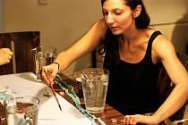 Více o sobě i této neobvyklé metodě Deníku prozradila ostravská arteterapeutka Hana Sakmarová.