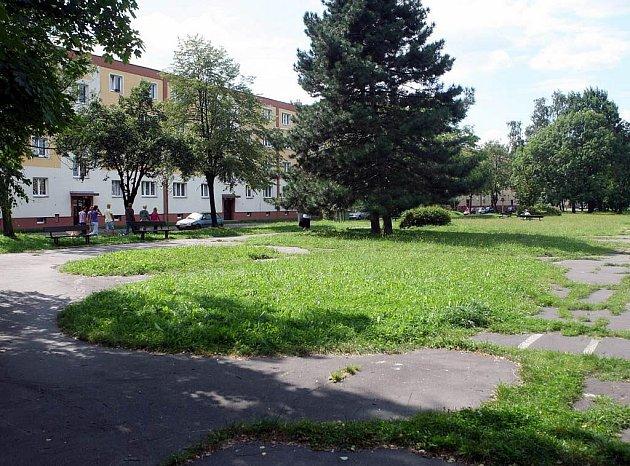 Na nové dětské hřiště obyvatelé Ostravy-Zábřehu stále marně čekají