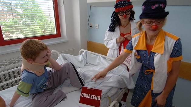 Klauni umějí zpříjemnit dětem pobyt v nemocnici