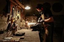 Nožíř, výrobce hlavolamů i vyznavač šrot artu Vašek Skopek vyrobil svůj první nůž v sedmi letech. Dnes je autorem zajímavých výtvorů.
