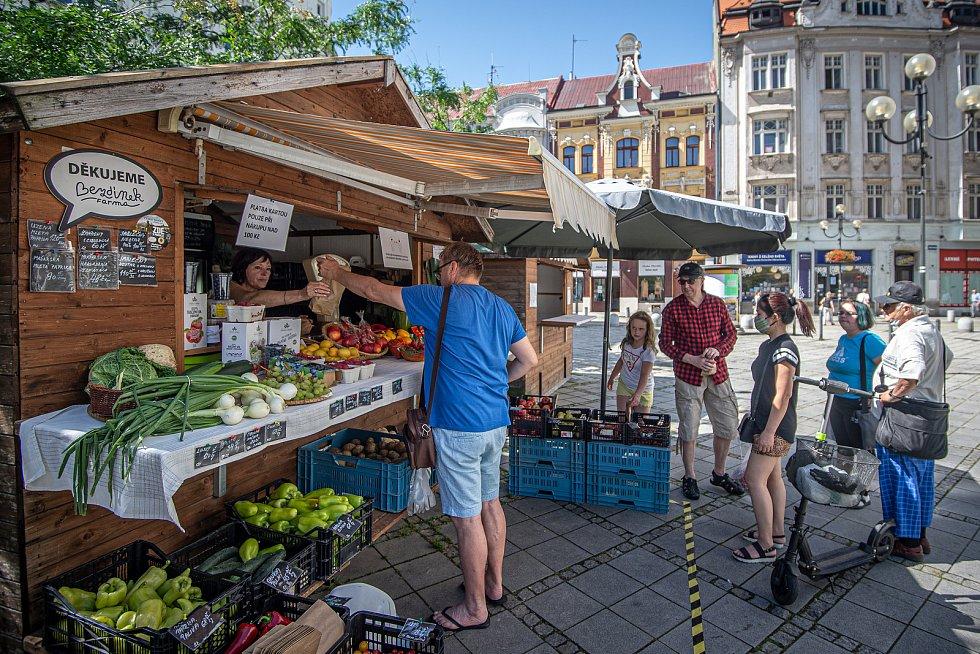 Stánek se zeleninou na Kuřím rynku (Jiráskovo náměstí) v Ostravě.