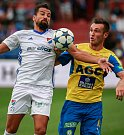 I. liga, 4. kolo, FC Baník - FK Teplice: 3 : 3, na snímku vlevo Milan Baroš, vpravo Aleksandar Šušnjar