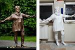 Sochy Věry Špinarové jsou dvě. Vpravo bílá laminátová (na snímku ze sochařova archivu krátce po dokončení).