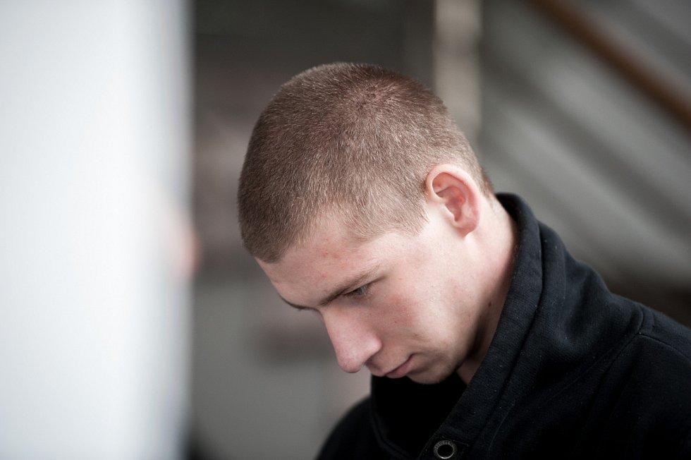 Okresní soud v Ostravě v pátek 7. dubna rozhodoval o uvalení vazby na jedenadvacetiletého mladíka Patrika Konečného (alias Ozzy), který minulý týden v Polance nad Odrou brutálním způsobem zavraždil svou kamarádku z dětství – pětadvacetiletou Sabinu.