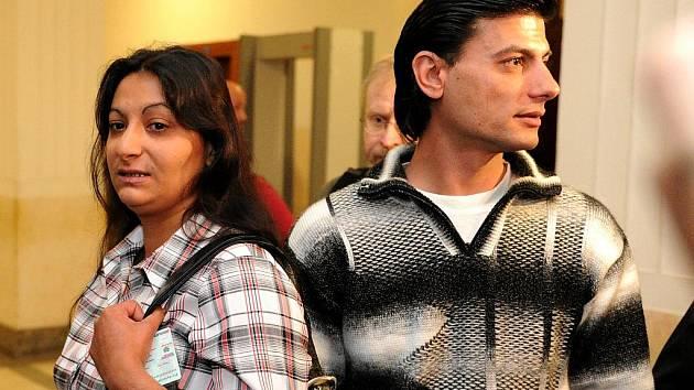 Proces s vítkovskými žháři ve čtvrtek u Krajského soudu v Ostravě pokračoval i výslechem rodičů popálené Natálky.