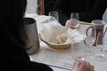 Klub ostravských vínobuditelů K.A.H.A.N. uspořádal ve spolupráci s hotelem Zámek Zábřeh v Ostravě a Národním vinařským centrem jubilejní ročník soutěže Cuvée Ostrava.
