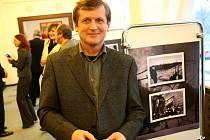 Křest fotografií Jiřího Kudělky zobrazujících život v Ostravě se konal v obřadní síni ostravského magistrátu.
