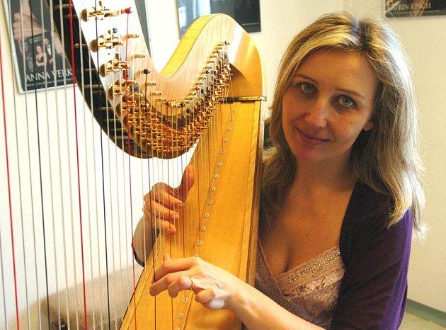Harfistka Jana Boušková