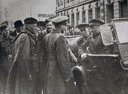 Konec kočování. Podle zákona z roku 1958 bylo v Československu zakázáno kočování. Především Romům pak zabavovala Veřejná bezpečnost maringotky a koně.