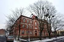 NA MLÝNICI. Budova bývalé střední obchodní školy v Ostravě-Přívoze. Tam by se do konce března měla přestěhovat waldorfská základní škola.