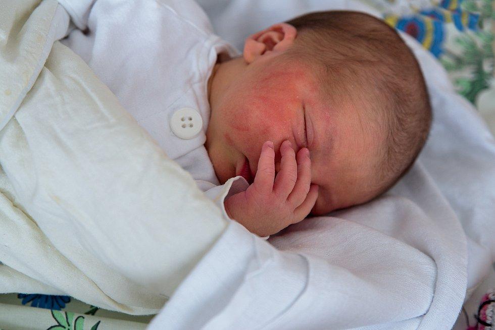Petra Husarová z Karviné, narozena 23. dubna 2021 v Karviné, míra 50 cm, váha 2970 g. Foto: Marek Běhan