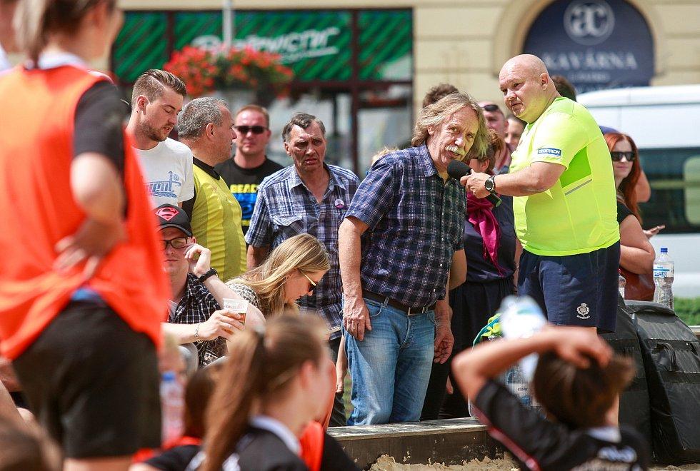 Jaromír Nohavica byl také  ambasadorem sportovní akce - beach ragby na Masarykově náměstí v centru Ostravy.
