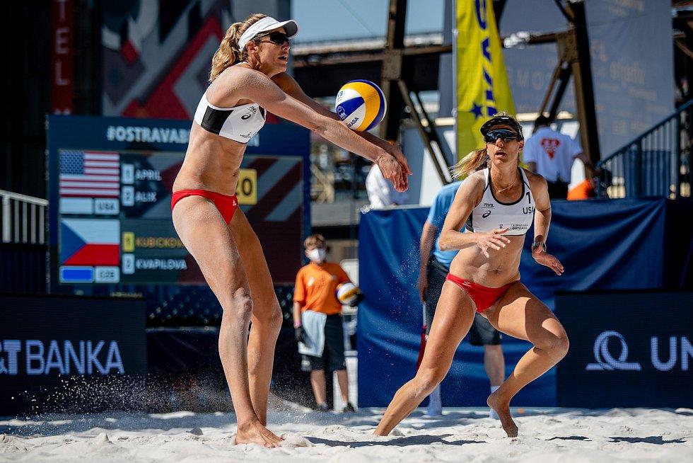 J&T Banka Ostrava Beach Open, 3. června 2021 v Ostravě. Alexandra Klineman (USA) a April Ross (USA).