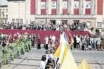 Takto vypadala oslava 1. máje v Ostravě před domem kultury na začátku šedesátých let minulého století.