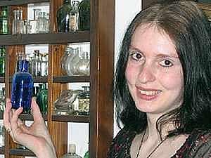 Veronika Baková sbírá až sto padesát let staré skleničky.