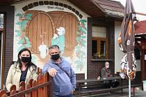 HOSTINEC mezi Porubou a Pustkovcem měl celou dobu zavřeno, provozovatelé vyčkávali, dokud nenastane příhodný čas.