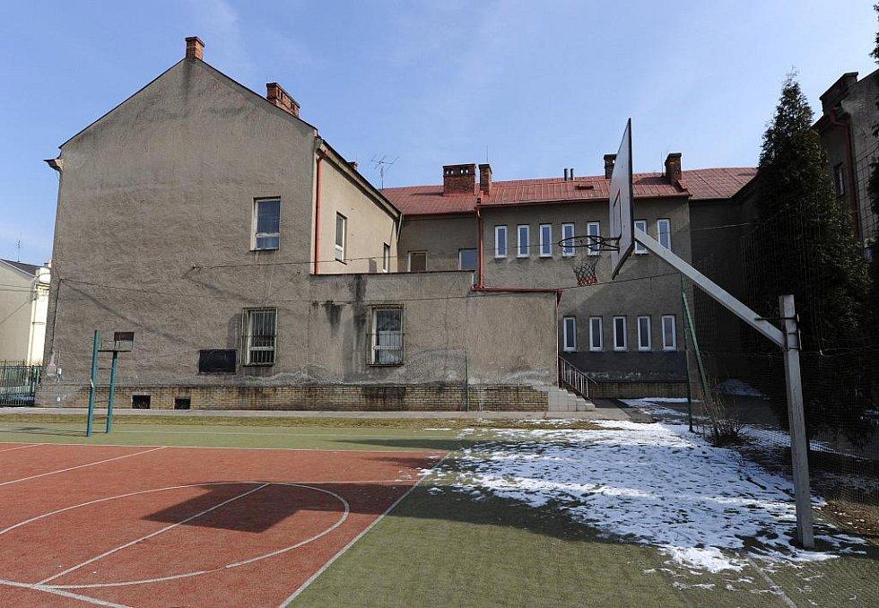 Pobočka Prvního obnoveného reálného gymnázia (PORG) by měla sídlit v budově Základní školy Rostislavova v Ostravě-Vítkovicích.