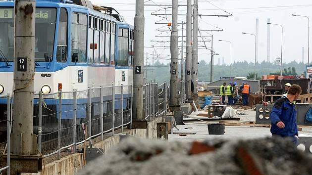Oprava svinovských mostů pokračuje rychlým tempem.