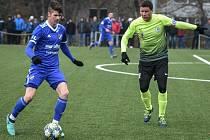 David Buchta si odbyl premiéru v dresu A-týmu Baníku Ostrava. Na snímku vlevo s kapitánem Prostějova Alešem Schustrem.