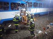 Další záběry ze zásahu záchranářů po páteční srážce tramvají ve Vřesině