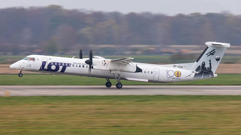 Odletem letounu Dash 8-Q400 polských aerolinií LOT s registrací SP-EQK ve speciálním zbarvení k 100. výročí polského aeroklubu z Ostravy směr Praha odstartovala 11. listopadu před desátou hodinou nová pravidelná linka.