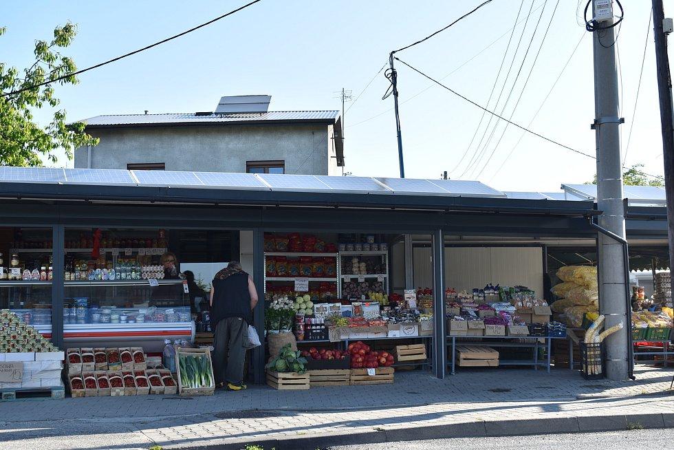 V Polsku jsme při malém čekání na křižovatce stihli vyfotil i tržnici.