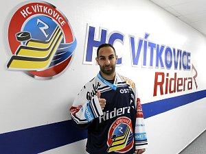 Kanadský útočník Samson Mahbod během prvního dne v extraligových Vítkovicích.