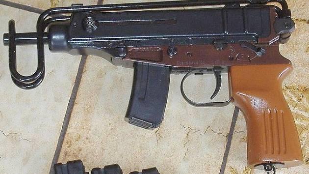 Mezi prodávanými zbraněmi byly i samopaly Škorpion.