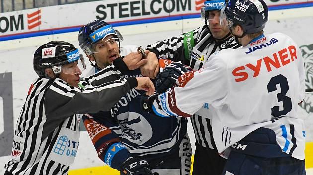 Hokejisté Vítkovic proti Liberci.