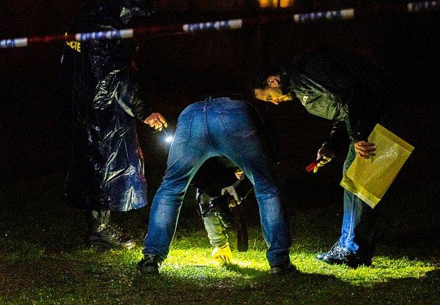 Na místě byly desítky policistů.