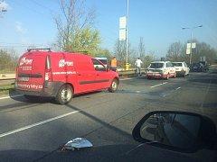 Nehoda u křižovatky u vodárny.
