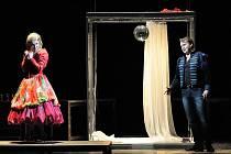 Aleš Briscein (Romeo) a Kateřina Kněžíková (Julie) v opeře Romeo a Julie.