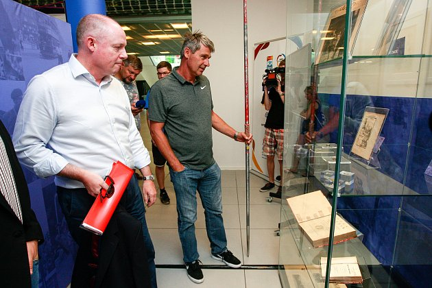 Výstava - historie atletiky v Nové Karolině. Na fotografii Jan Železný, bývalý světový rekordman v hodu oštěpem.